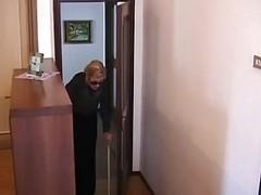 Italian Granny Is Fucked In Show...