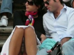 Voyeur 5 Babe Upskirt At The Sta...
