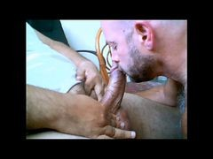 Max Magnummann Gets A Blow Job From A Hungry Daddy Bear